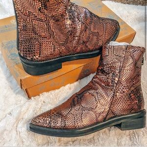 Free people Snake skin boots size 36